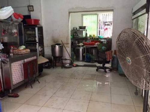 事发现场位于这间厨房内 广州日报记者 苏俊杰 摄影