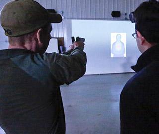 美国联邦调查局公开展示训练过程