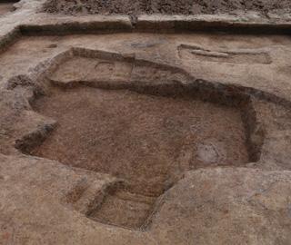 南昌新石器晚期墓葬群现半地穴式房址