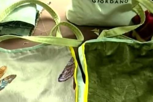 老人三年送出三千多个自制布袋