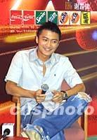 组图:谢霆锋在上海为演唱会做前期推广