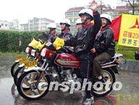 老人 骑行/图:五位老人万里骑行宣传北京奥运会2002年03月24日18:13