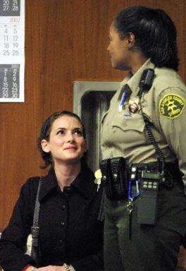 好莱坞女星薇诺娜·赖德因盗窃被判3年缓刑(图