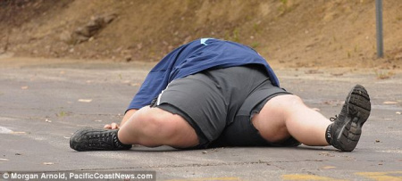 凯力在洛杉矶马拉松赛的后半段只能靠步行来继续比赛