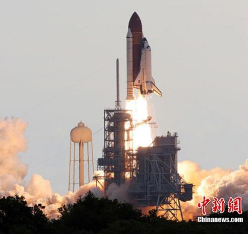 """当地时间2011年5月16日,美国""""奋进""""号航天飞机成功发射,展开""""谢幕之旅"""