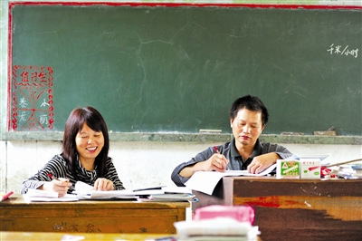 1992年后,学校的老师就剩这对夫妻