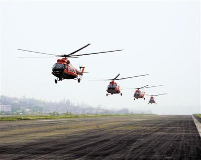 直击解放军陆航学员驾驶国产战机飞行训练(图