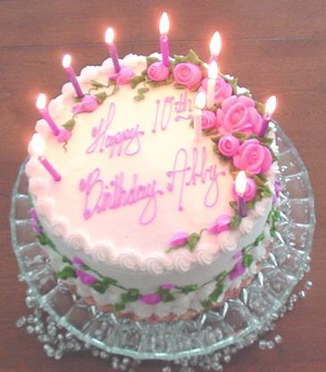 英国老妇庆80岁大寿 点燃蛋糕蜡烛引火烧身 图 中新网