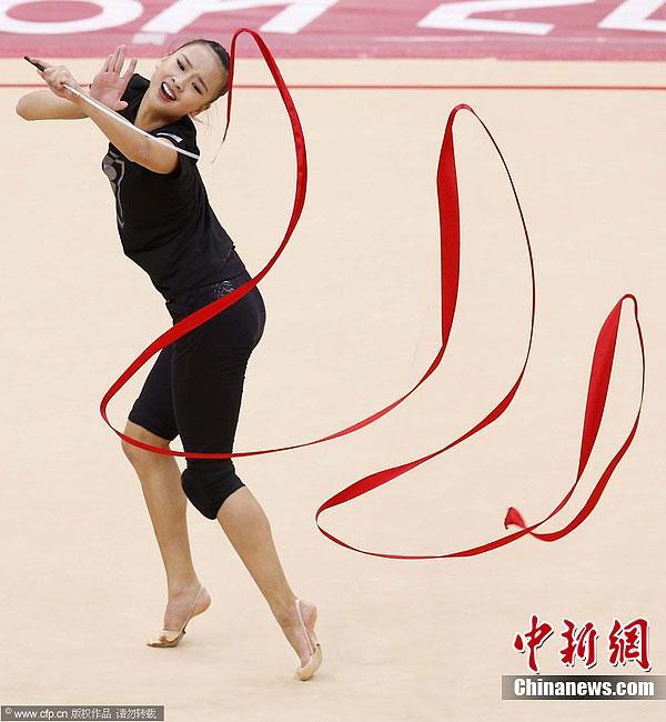 孙妍三级跳_韩国美女孙妍在备战艺术体操比赛