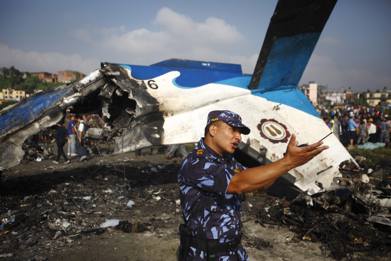 尼泊尔飞机失事19人遇难 包括5名中国人
