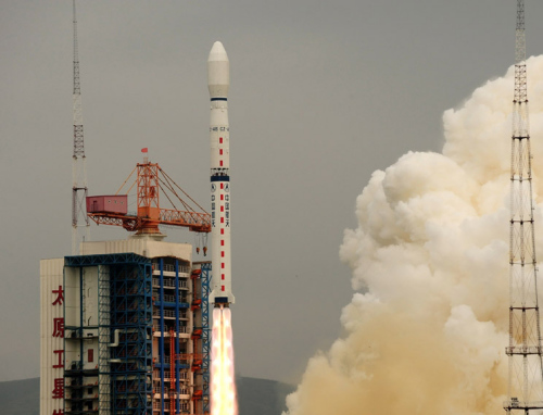 """中国第一颗海洋动力环境监测卫星""""海洋二号""""发射升空"""