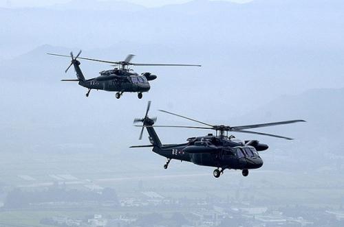 美军驻阿基地遭塔利班袭击 韩军直升机受损(图