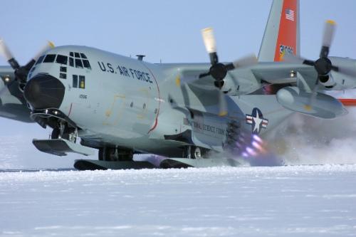 中国加紧研制军用运输机 或用俄制发动机 中国空军大型运输机编队实施