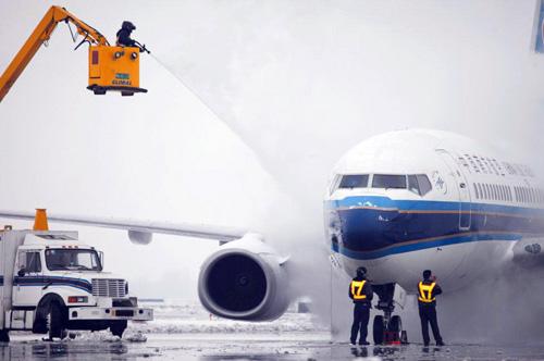 新疆大雪致乌鲁木齐机场航班大面积延误-中新网