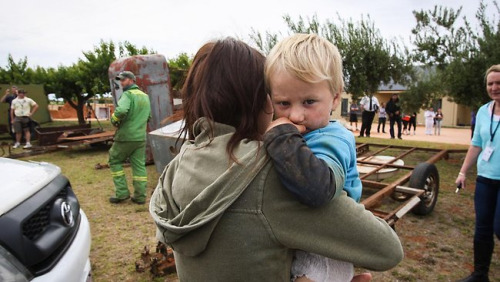 2岁男孩柏利走失14小时后获救。