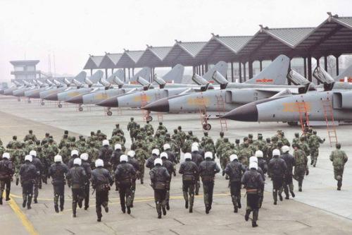 美称中国空军飞行员短缺面临巨大压力 专家反驳