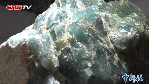 1吨重海蓝宝石原石亮相 估值过亿元