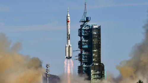 中国发射神舟十二号飞船