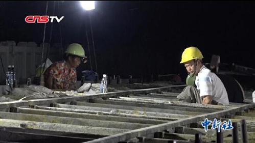 探访高温下的高铁建设者