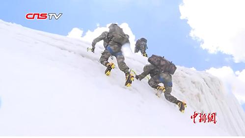 西藏侦察兵攀越数千米冰川