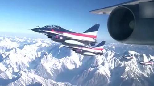 空军发布形象宣传片《和平飞舞》