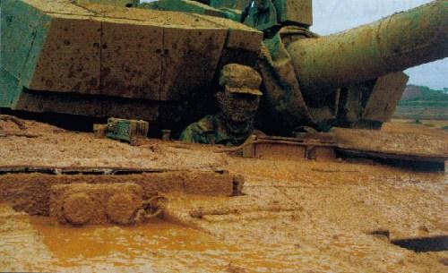 外媒:中国列装最新99A2式主战坦克改进显著(