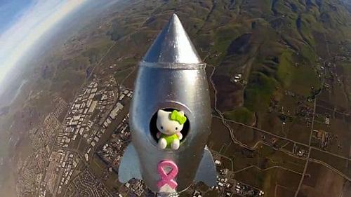 自制猫咪玩具美12岁女孩自制高空气球 将玩具小猫送上近太空