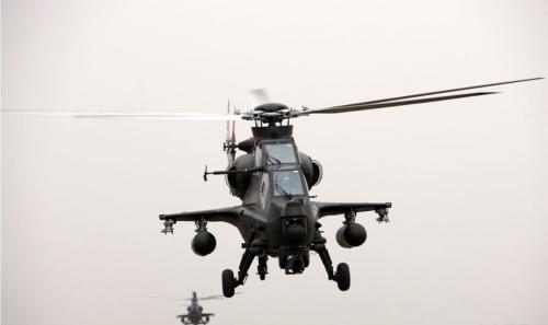 直-10武装直升机挂副油箱转场飞行