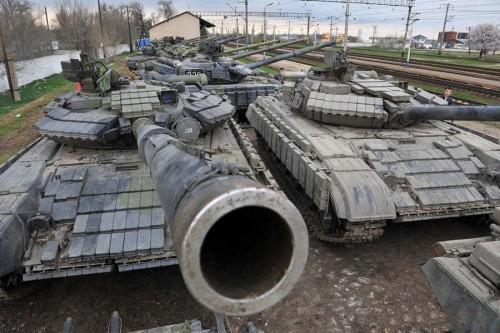 普京下令将缉获的百余辆坦克偿还乌军(组图)