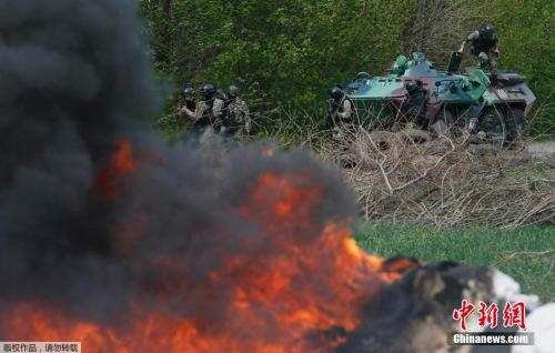 乌军坦克车进入斯拉维扬斯克