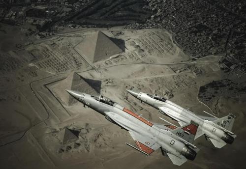 迩来外媒频仍报导相同国度思考引进枭龙战机,这是埃及空军枭龙战机设想图(图)
