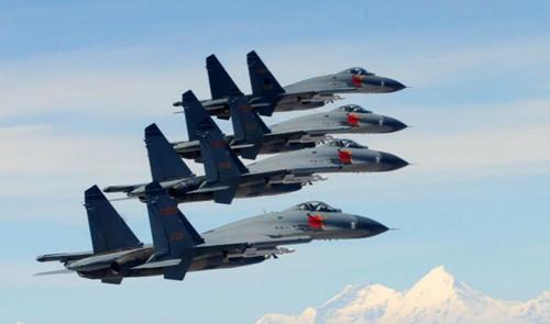 飞机跑道已经扩建了400米,未来有可能会在支持中国反制美国在南海侦察