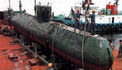 朝鲜鲨鱼级小型潜艇 非常罕见的朝鲜军队图片