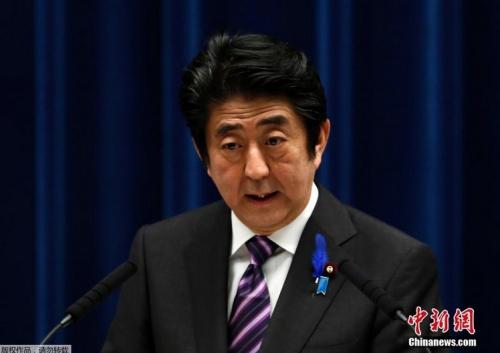 7月1日,日本东京,日本首相安倍晋三在记者会上谈修改宪法解释,当日,日本政府召开临时内阁会议,通过了修改宪法解释、解禁集体自卫权的内阁决议案。