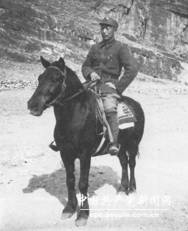 1938年9月,聂荣臻在蛟潭庄留影
