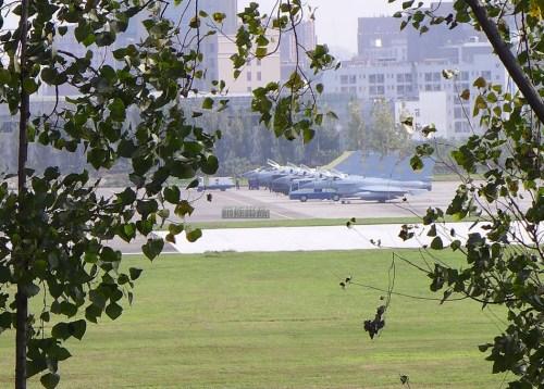 图为网友拍到的刷涂空军涂装的歼-10B战斗机