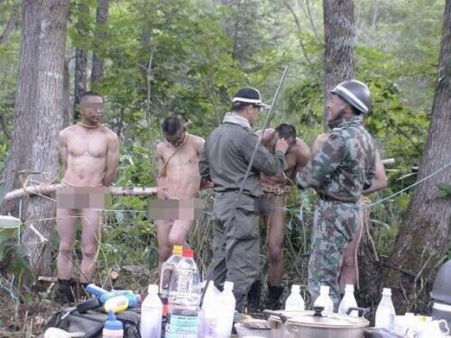 图为此前网上曝出的日本侵占队体罚图像,伎俩极其反常。