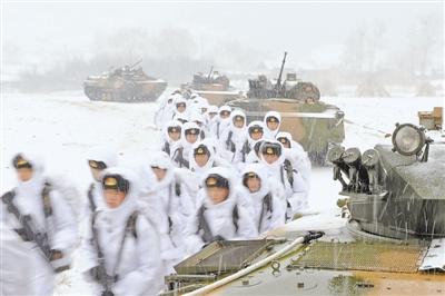 1月上旬,陆军第39团体军某旅迎风冒雪发展演习化锻炼 本报记者 李三红摄