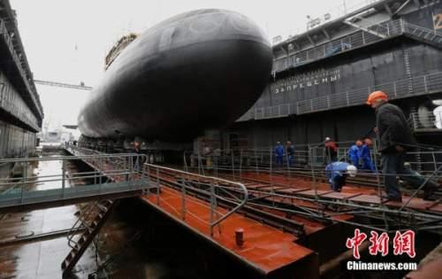 """俄罗斯基洛级改进型""""顿河罗斯托夫""""号潜艇下水。"""
