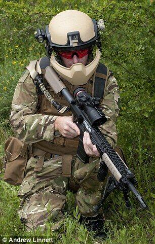 英军装备新型头盔