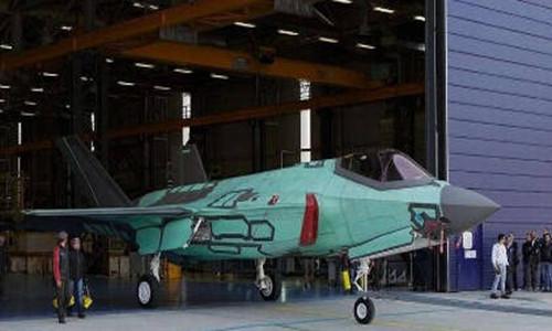 意大利公司自行出产的首架F-35A战机出厂。