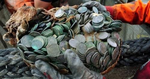 英国二战沉船中捞出100吨银币,代价5000万美圆(网页截图)