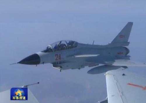 视频截图:新飞翔员驾御歼十战机