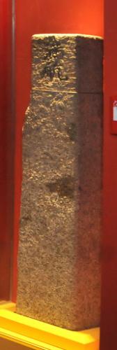 """陈放在航空博览园标有""""满航""""的石头界碑,就是日本侵华的罪证。"""