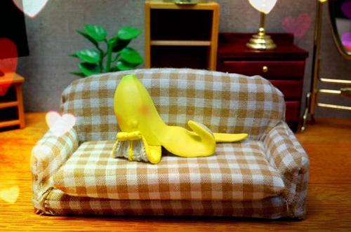 俯卧状的香蕉皮。