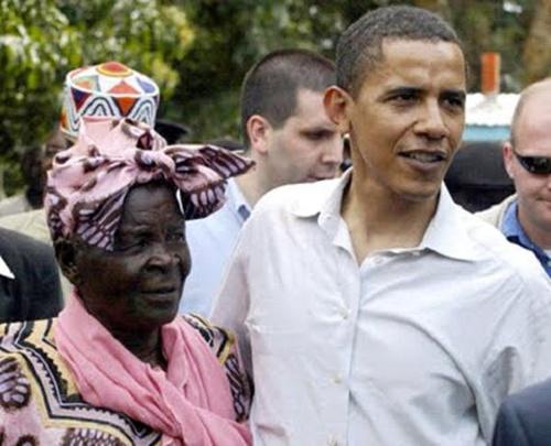 资料图:美国总统奥巴马与祖母萨拉(左)。