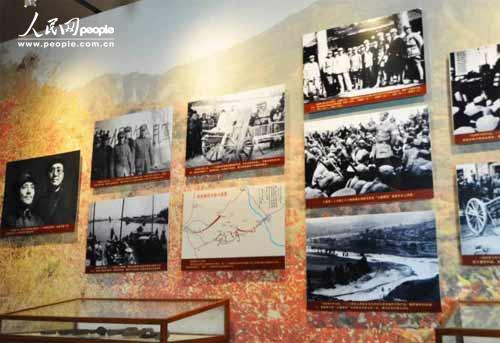 一二九师陈列馆内收藏有大量反映八路军一二九师英勇抗战的珍贵历史照片。(徐于凡 摄)
