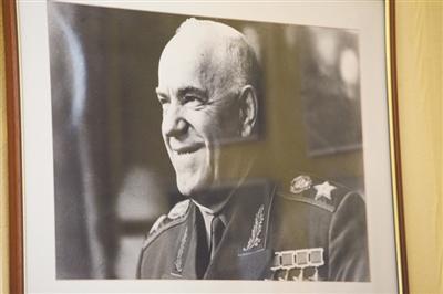 女儿艾拉珍藏的父亲朱可夫的老照片。