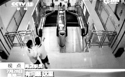 作业人员发觉电梯有成绩 供图/央视
