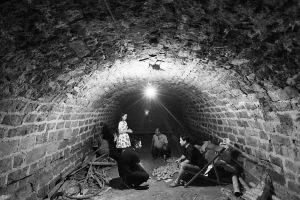 位于杜世新家的隧道里储备着马铃薯。